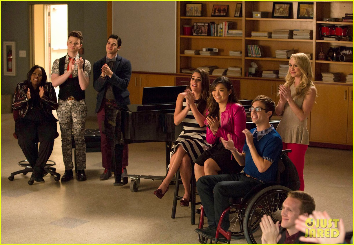 wheelchair glee chair arm covers at dunelm 39glee 39 series finale recap how did it all end photo