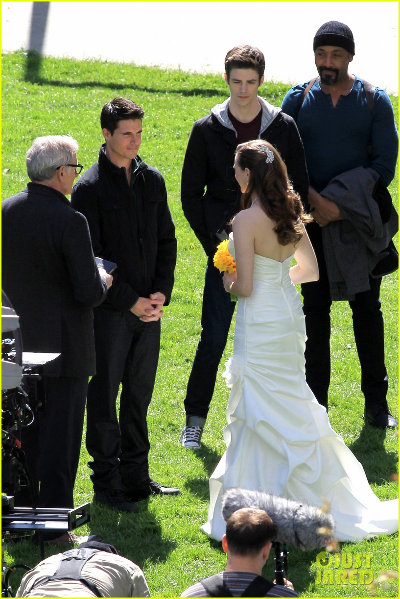 Victor Garber Attends SPOILERs Wedding On The Flash