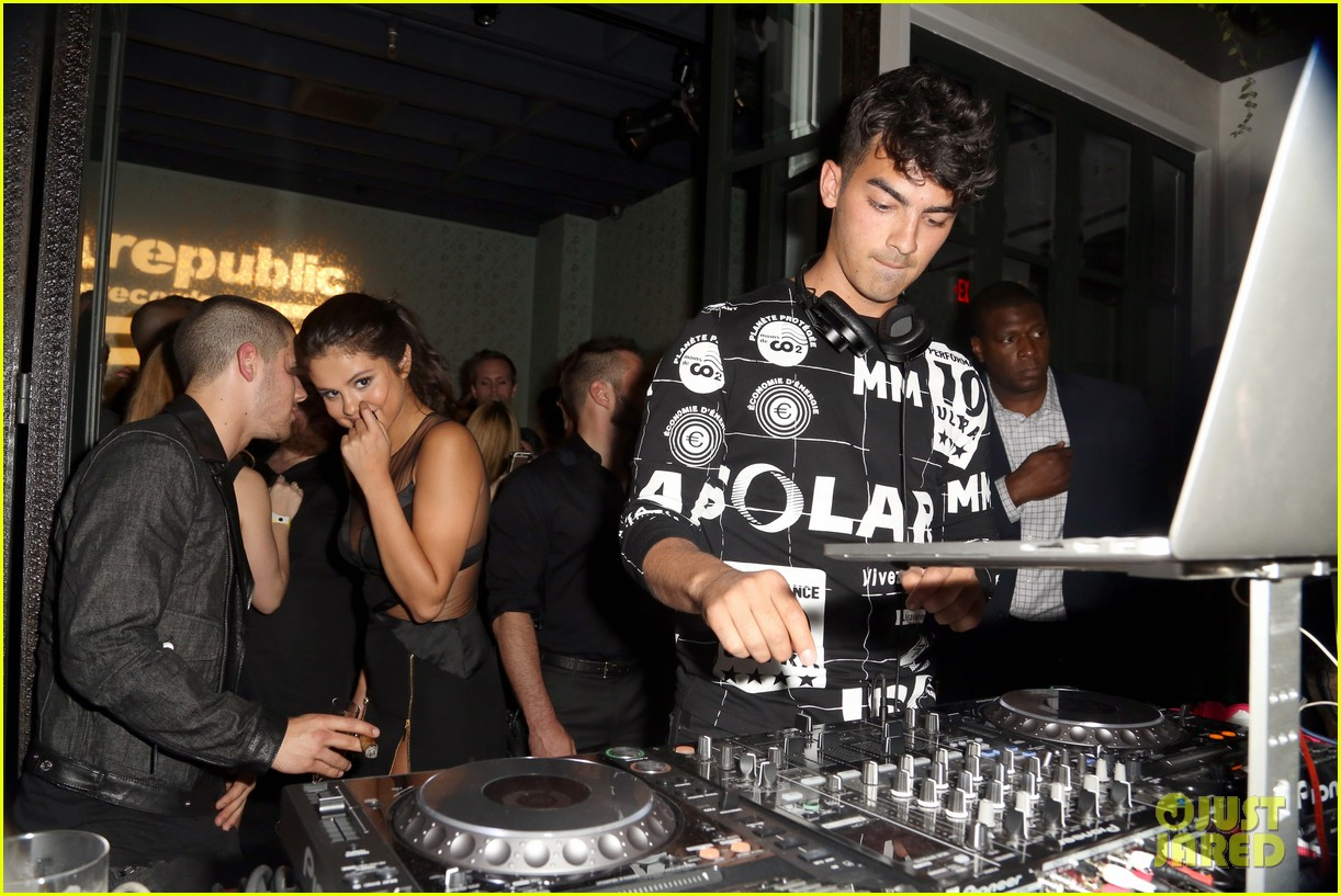 nick jonas selena gomez whisper 2015 vmas party 05