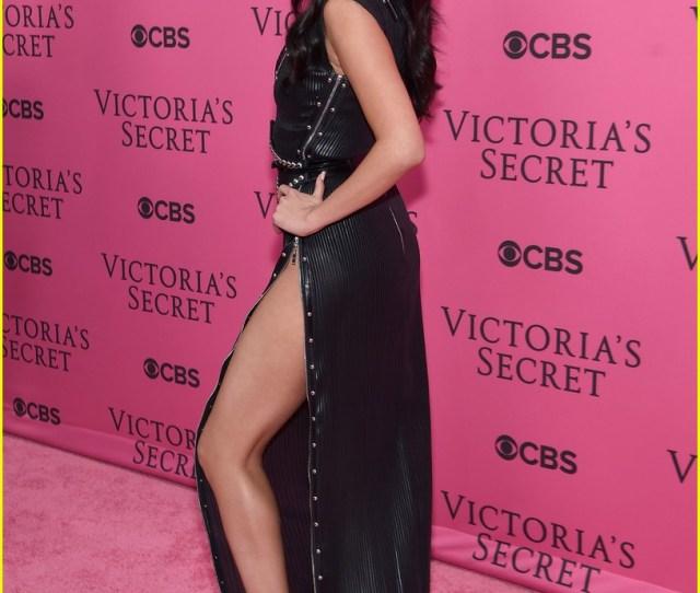 Selena Gomez Shows Legs For Days On Victorias Secret Fashion Show Red Carpet