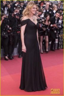 Julia Roberts Shoeless Walk Stairs Cannes