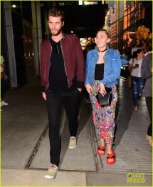 Miley Cyrus & Liam Hemsworth Hold Hands Night