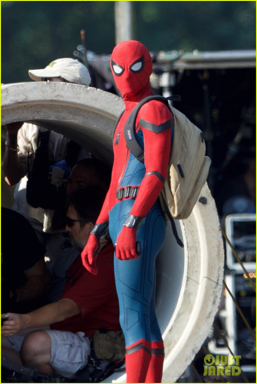 Tom Holland Wears 'Spider-Man' Costume for First Time on Set!: Photo 3694895 | Movies, Spiderman, Tom Holland Pictures | Just Jared
