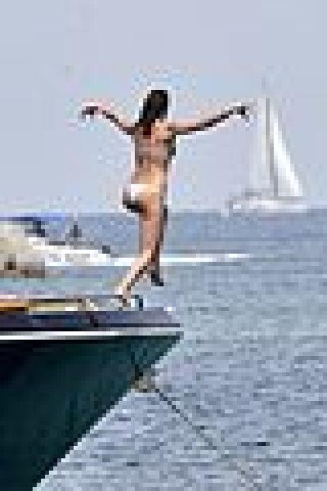irina shayk bradley cooper kiss yacht 04