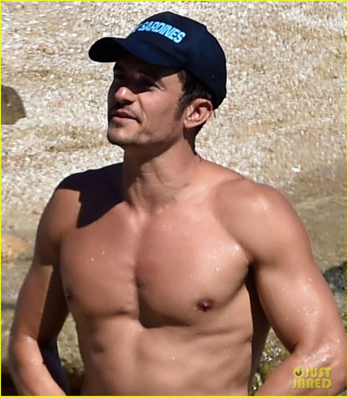 orlando bloom bares butt flaunts pda with katy perry new beach photos 08