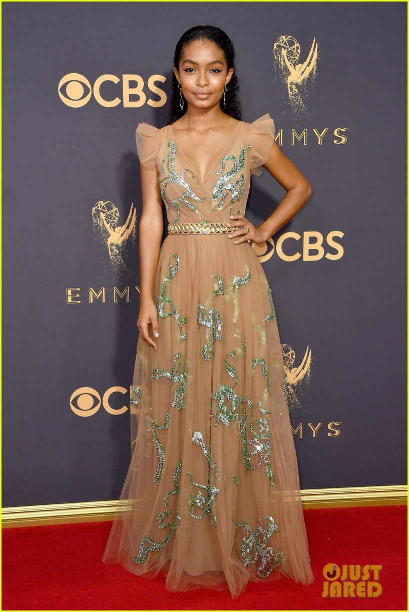 Black Ishs Yara Shahidi Is Perfect In Prada At Emmy