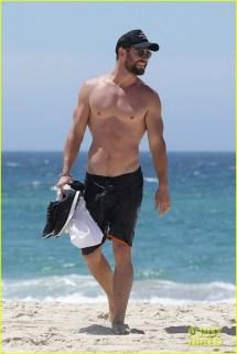 Chris Hemsworth Shirtless Bares Ripped Body In