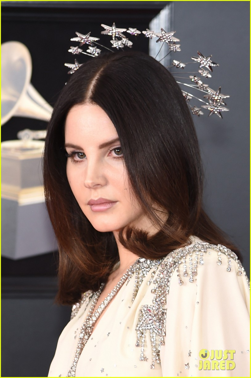 Lana Del Rey Wears a Starry Crown on the Red Carpet at