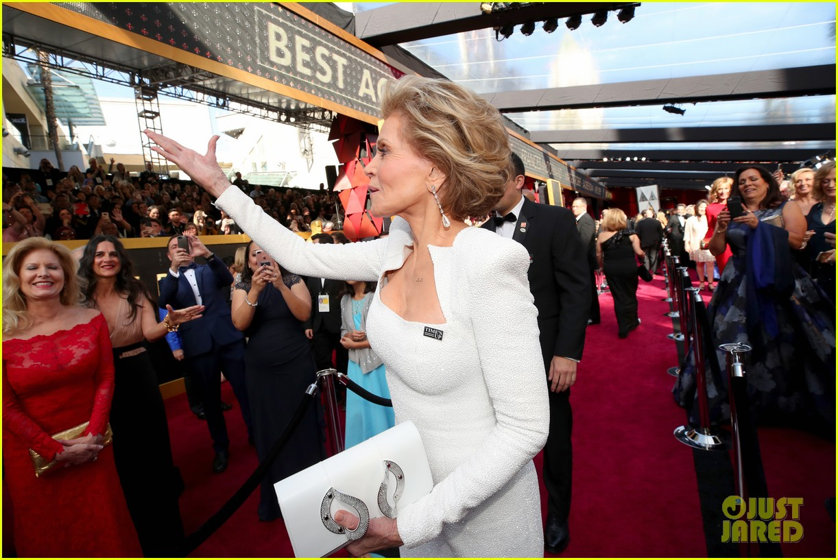 Jane Fonda Looks Chic In White On The Red Carpet At Oscars