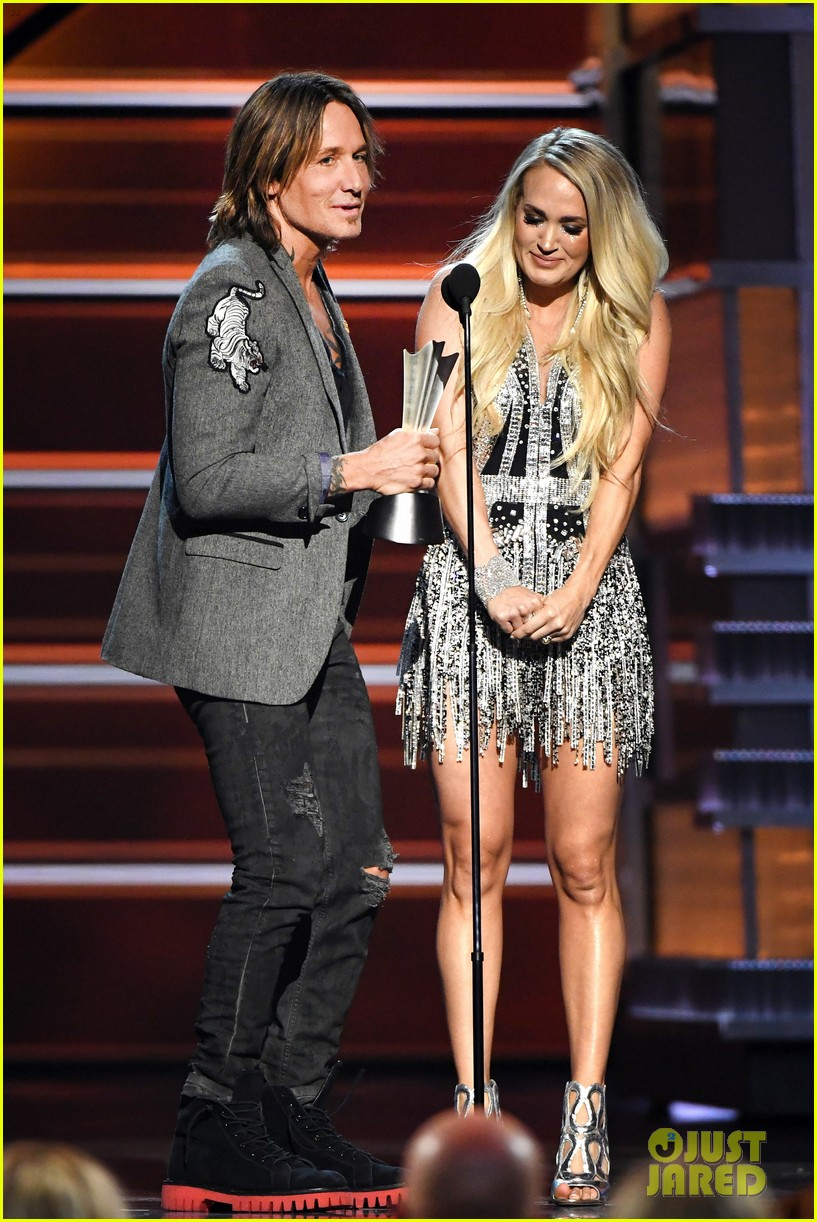 Carrie Underwood Reveals Face in Public for First Time Since Injury Performs at ACM Awards