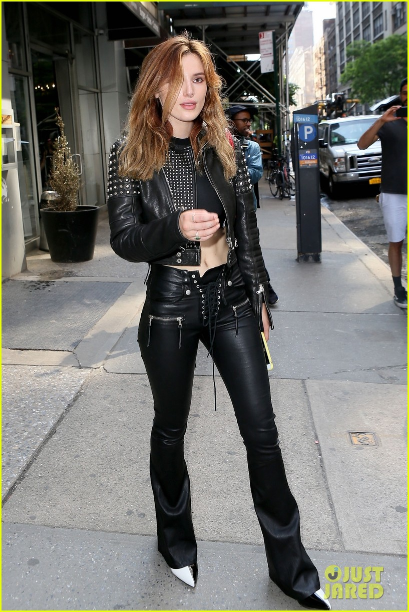 Edgy Girl Wallpaper Bella Thorne Slays In Black Leather Look While Leaving