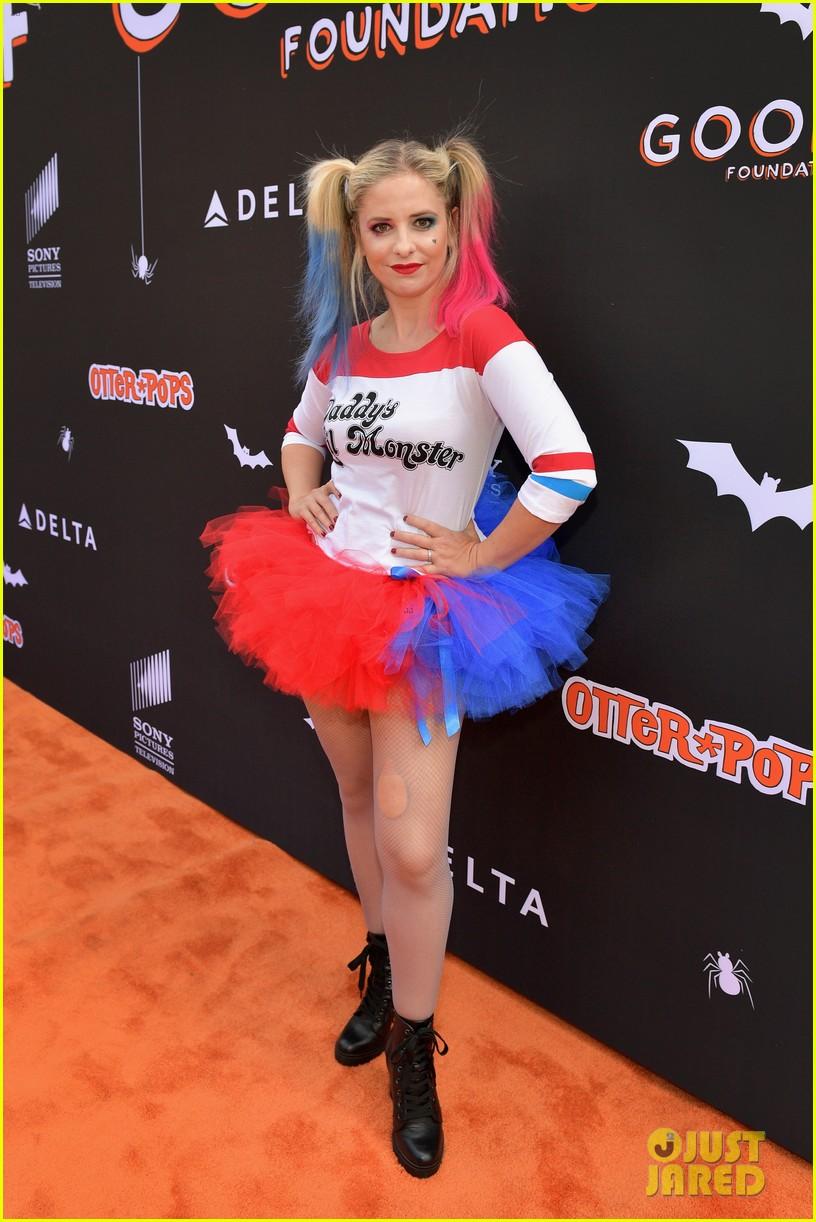 Sarah Michelle Gellar Dresses As Harley Quinn For Jessica