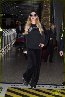 Paris Hilton Happy Arriving In Melbourne