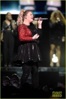 Kelly Clarkson Performs 'run Run Run' Live With John
