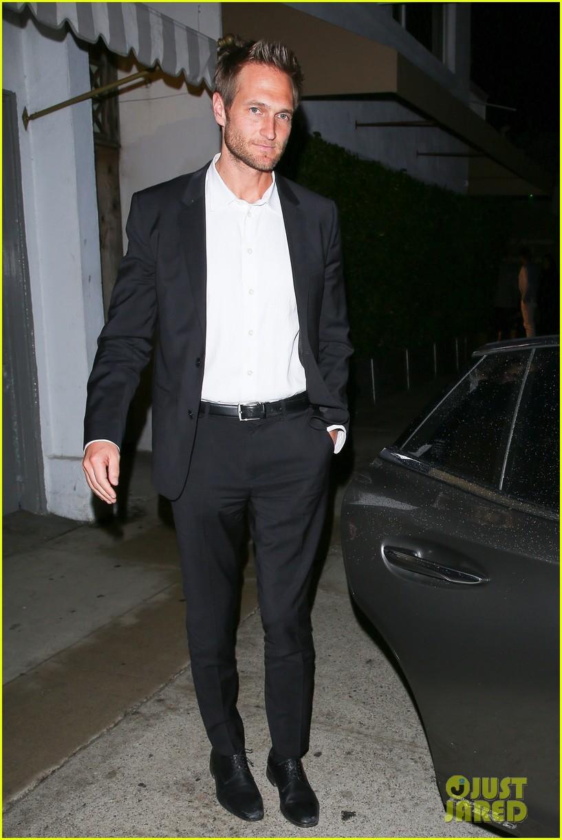 Jennifer Garner Enjoys a Date Night with Boyfriend John