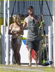 Chris Hemsworth & Elsa Pataky Run Errands Barefoot In