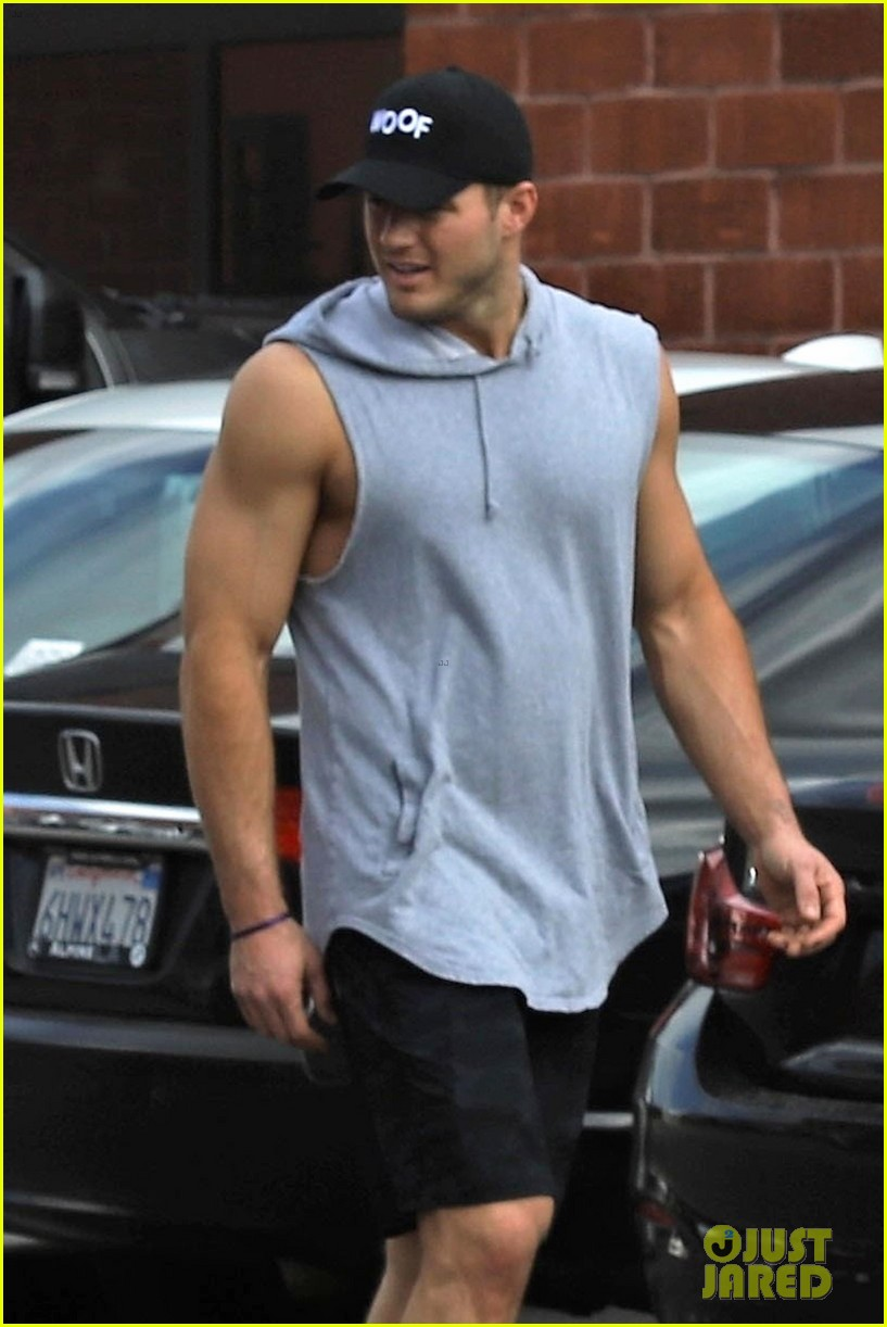 The Bachelors Colton Underwood Bares Buff Muscles After a
