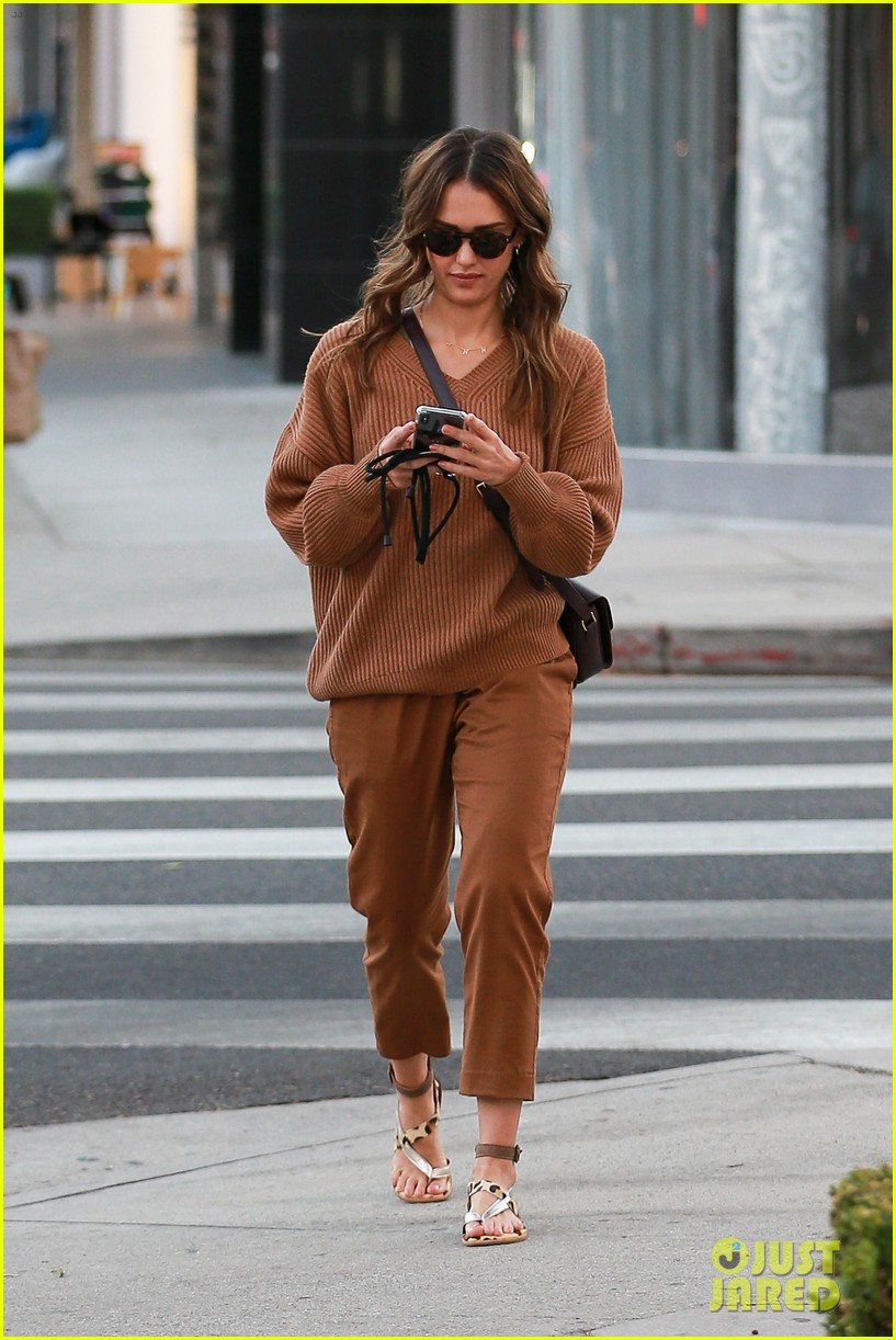 jessica alba takes her mom out for her birthday 014375914