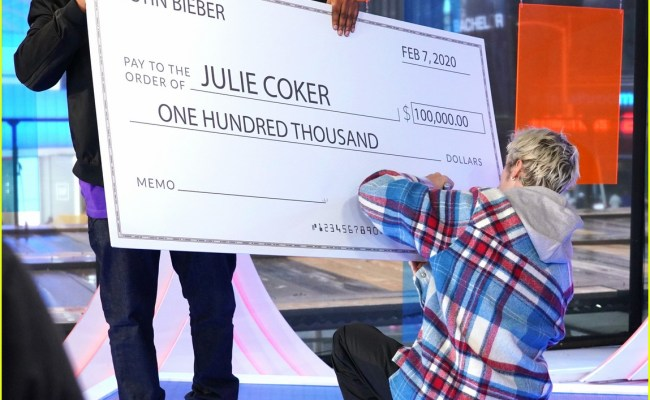 Justin Bieber Promotes Changes Gives Money To Fan