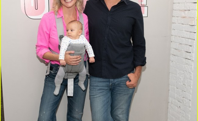Broadway Star Nick Cordero S Wife Amanda Kloots Tearfully