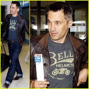 Olivier Martinez Travels Light at LAX   Olivier Martinez : Just Jared