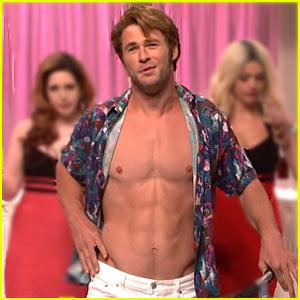 Chris Hemsworth Will Go Shirtless For Vacation Movie Cameo 2015 Cinemacon Chris Hemsworth Christina Applegate Ed Helms Just Jared