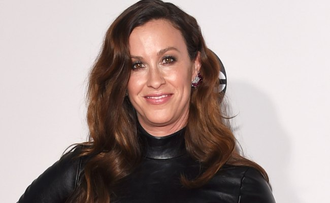 Alanis Morissette S Manager Admits To Stealing 5 Million