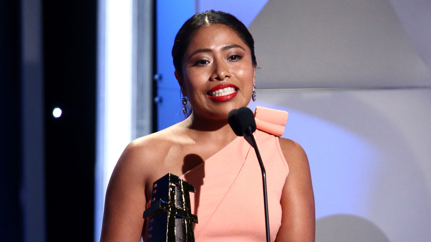 'roma' Star Yalitza Aparicio Honored With New Hollywood