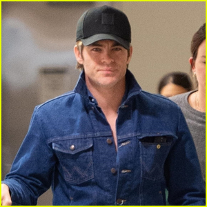 Chris Pine Keeps a Low Profile Arriving in NYC