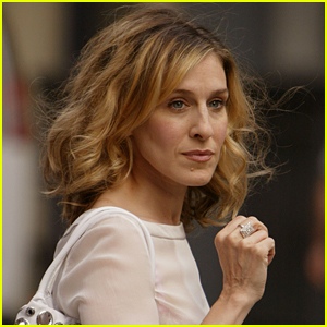 Sarah Jessica Parker Recreates Carrie Bradshaw's 'Sex & the City' Opening (Video)