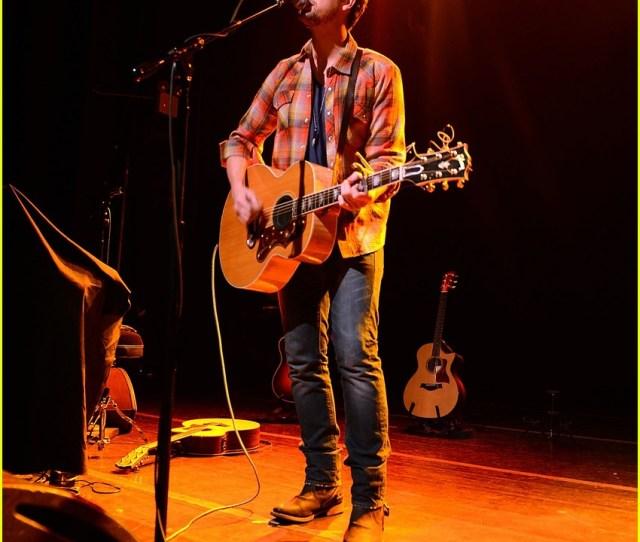 Tyler Hilton Gramercy Concert 03