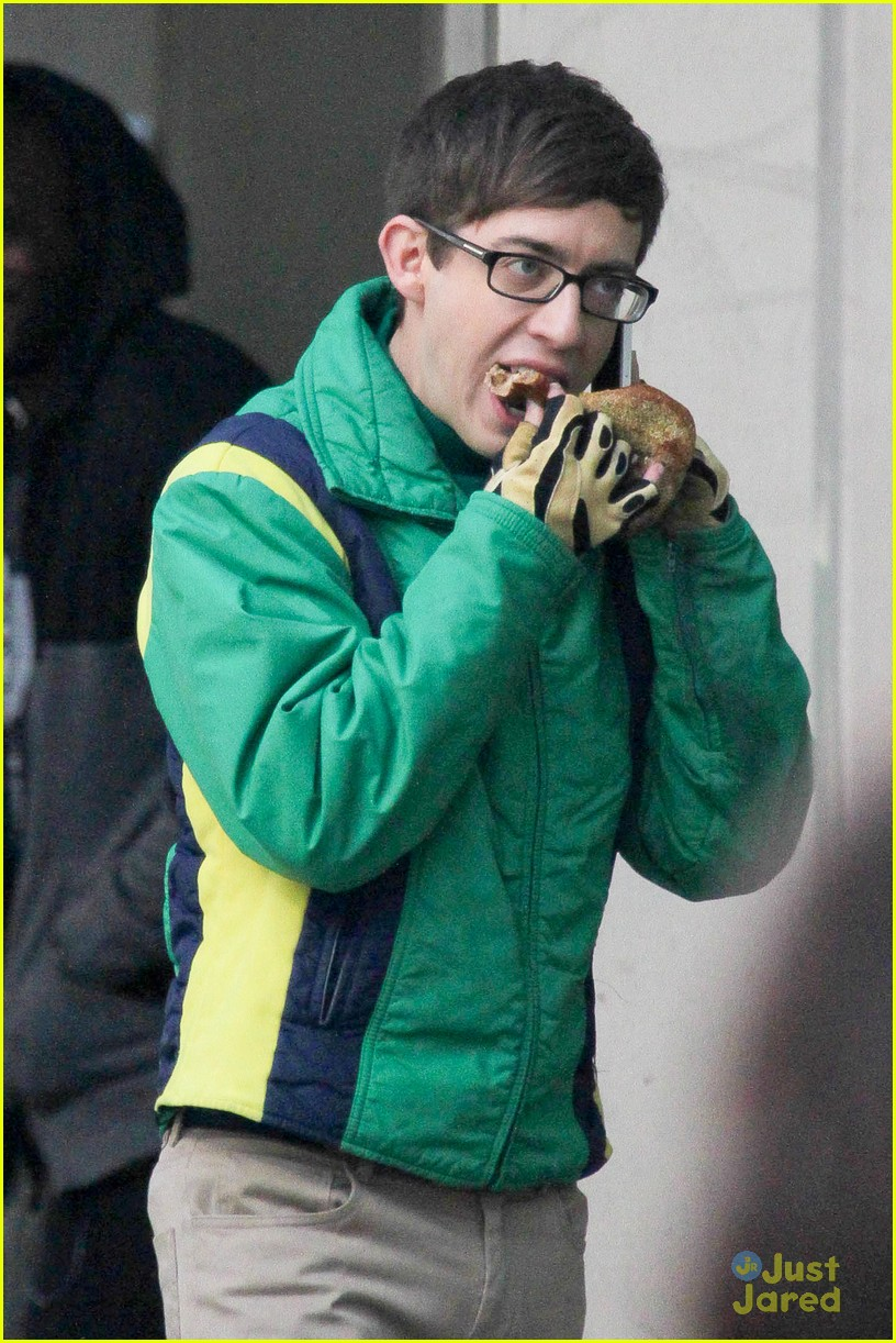 wheelchair glee pink vanity chair kevin mchale run in on set photo 645332 crash scenes 07
