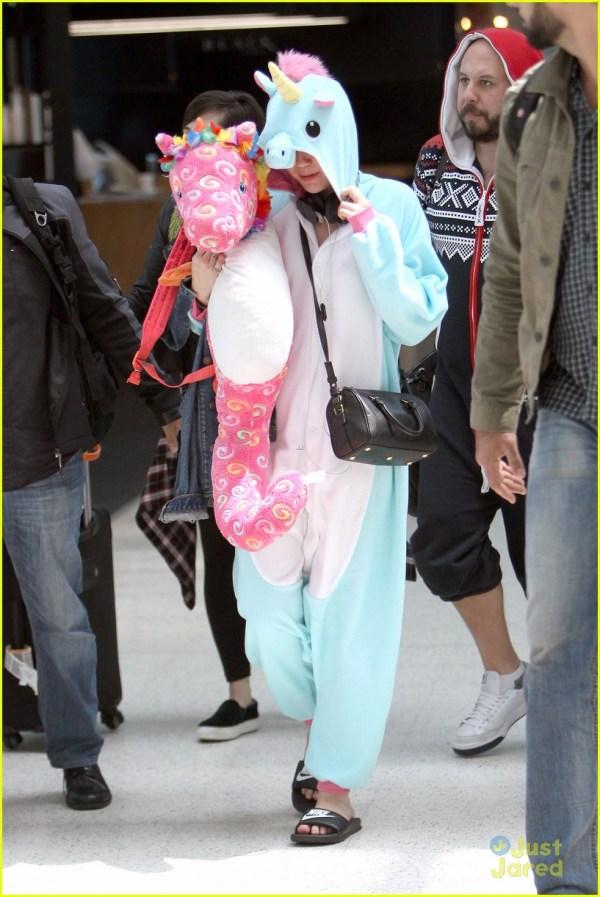 Miley Cyrus Pull Wearing Unicorn Onesie