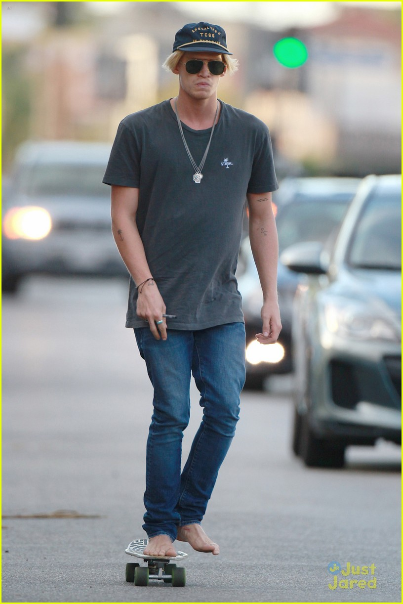 cody simpson goes skateboarding