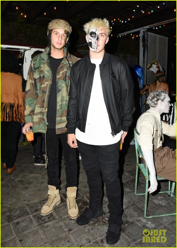 Ross Lynch Joins R5 & Girlfriend Courtney Eaton Jared' Halloween Party 1045696