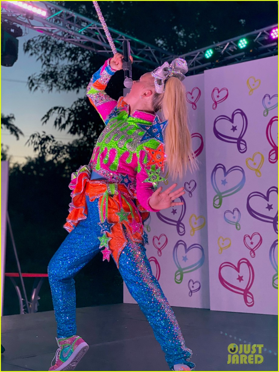 Jojo Siwa Live : Performs, 'D.R.E.A.M., Backyard, Stage, 'Worldwide, Live', Watch, Now!:, Photo, 1293157, Siwa,, Music,, Video, Pictures, Jared
