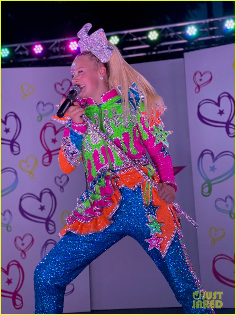 Jojo Siwa Live : Performs, 'D.R.E.A.M., Backyard, Stage, 'Worldwide, Live', Watch, Now!:, Photo, 1293158, Siwa,, Music,, Video, Pictures, Jared