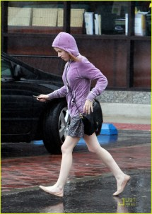 Anna Kendrick Running