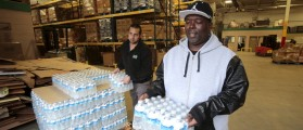 Anthony Fordham picks up bottled water from the Food Bank of Eastern Michigan to deliver to a school after elevated lead levels were found in the city's water in Flint, Michigan December 16, 2015. REUTERS/Rebecca Cook