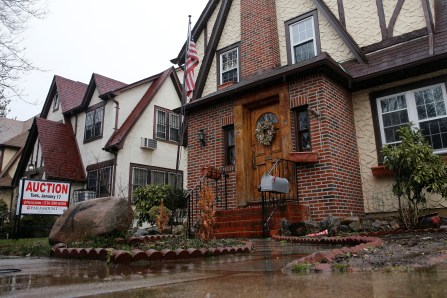 A childhood home of U.S. President-elect Donald Trump is seen with an auction sign in the Queens borough of New York, U.S., January 17, 2017. (REUTERS/Shannon Stapleton)