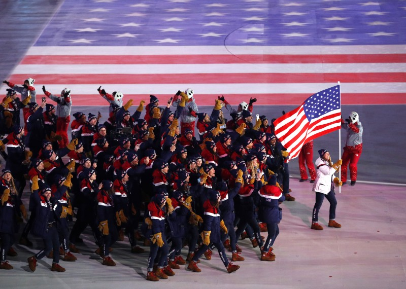 Erin Hamlin of U.S. carries the national flag. REUTERS/Phil Noble
