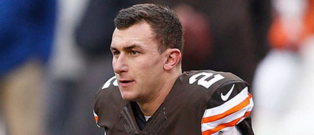 CLEVELAND, OH - DECEMBER 14:  Johnny Manziel #2 of the Cleveland Browns warms up prior to the game against the Cincinnati Bengals at FirstEnergy Stadium on December 14, 2014 in Cleveland, Ohio.  (Photo by Joe Robbins/Getty Images)