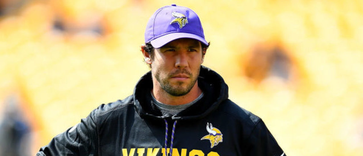 PITTSBURGH, PA - SEPTEMBER 17:  Sam Bradford #8 of the Minnesota Vikings looks on during warmups before the game against the Pittsburgh Steelers at Heinz Field on September 17, 2017 in Pittsburgh, Pennsylvania. (Photo by Joe Sargent/Getty Images)
