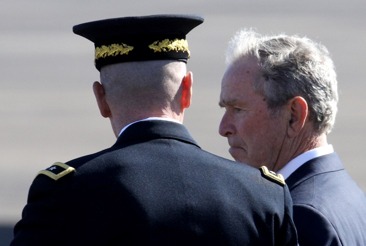 Former President George W. Bush takes part in a departure ceremony in which George H.W. Bush's casket was put on the Special Air Mission 41 plane at Ellington Field Joint Reserve Base in Houston, Texas, U.S., December 3, 2018. (REUTERS/Loren Elliott)