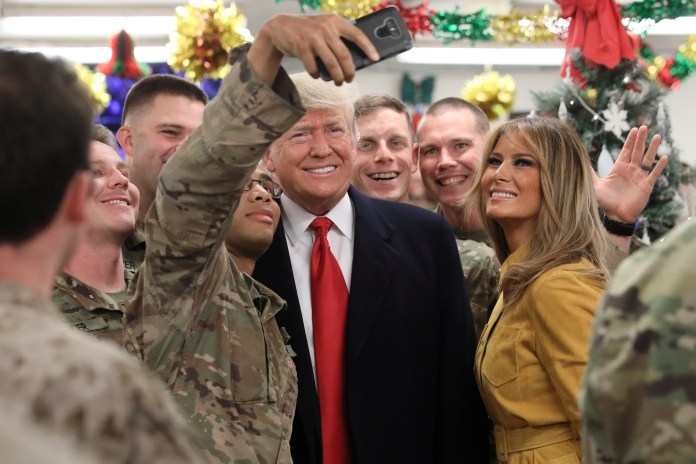 U.S. President Donald Trump and first lady Melania Trump greet military personnel at the dining facility during an unannounced visit to Al Asad Air Base, Iraq December 26, 2018. (REUTERS/Jonathan Ernst)