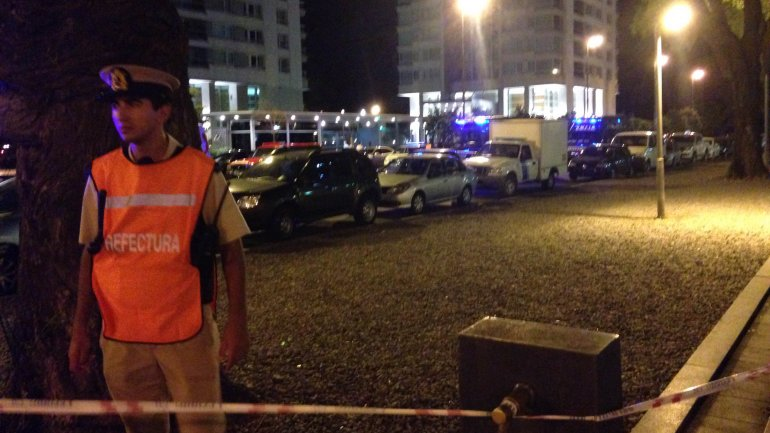 Un gran operativo policial se instaló en la cuadra del edificio Le Parc - Puerto Madero