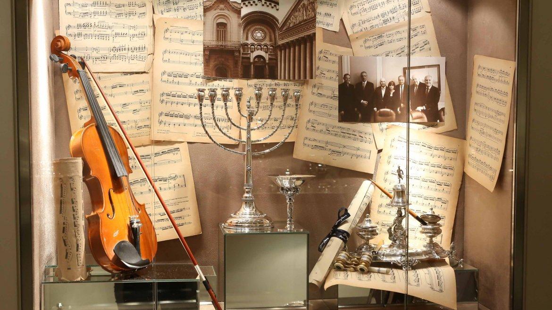 Las vitrinas de la joyería de Recoleta y el interior del local fueron especialmente decoradas para la ocasión