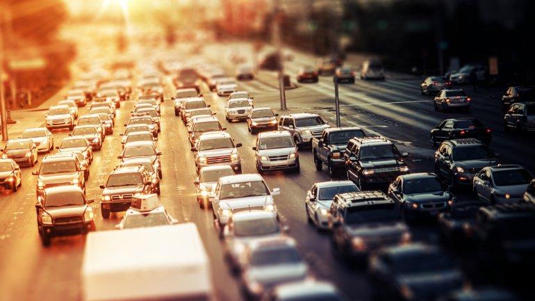 El tráfico es un problema moderno que revela el crecimiento desproporcionado de las ciudades
