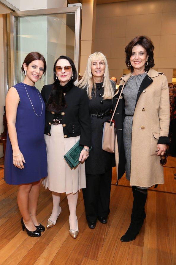Florencia Boskis-Stad junto a Fortuna, Flora y Berta Sutton