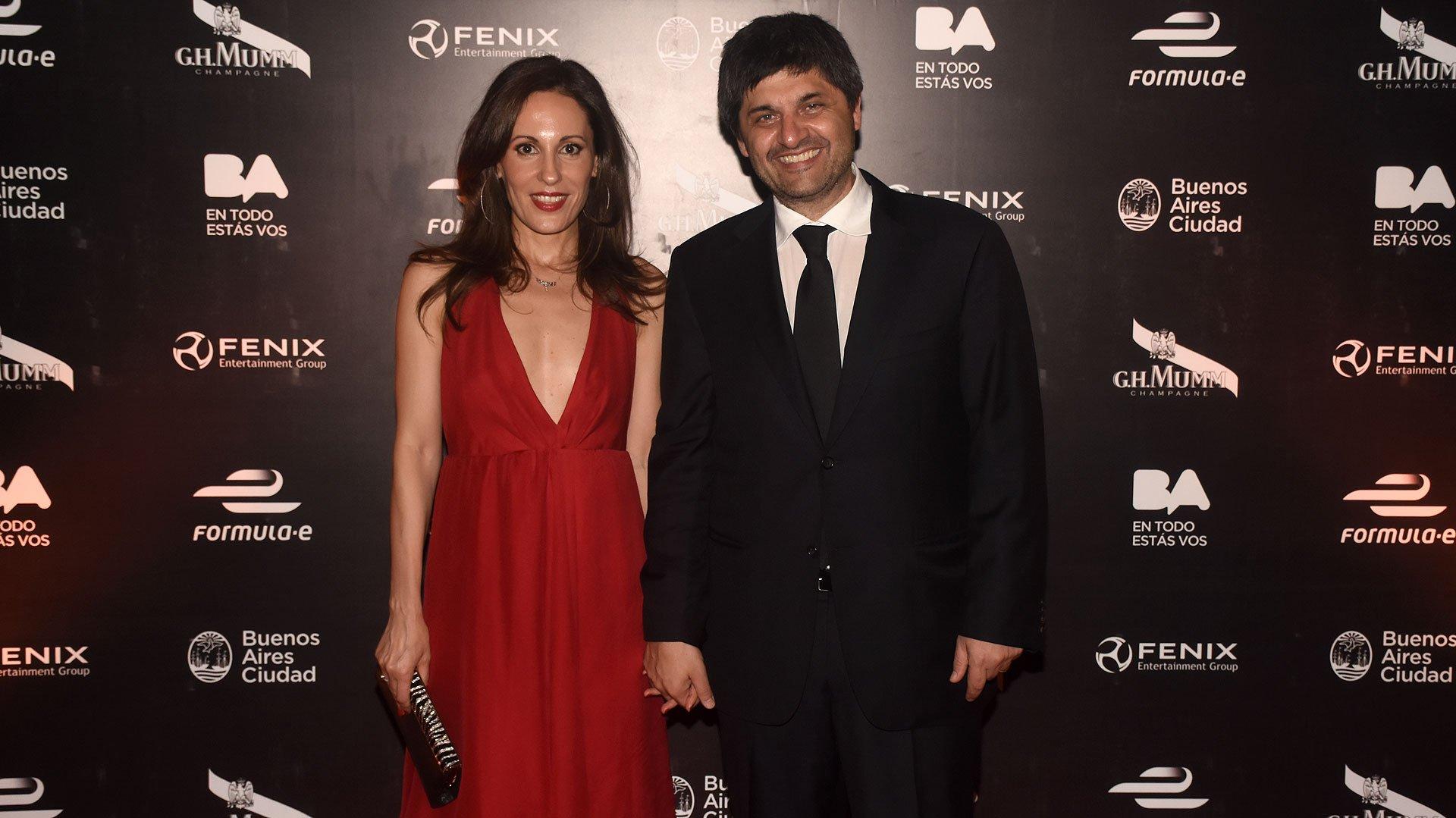 Marcelo Fígoli, propietario de Fenix Entertainment Group, y su esposa Gisela